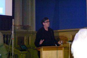 Bruno Latour podczas wykładu. Science and Democracy Latsis Symposium, Zürich 2011